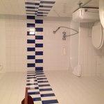 Sdb propre chambre 18 (petit bain)