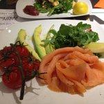 Smoked salmon with advocado and vine tomatoes