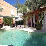 La piscine et terrasse petit dej