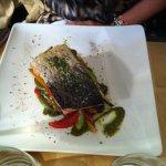Salmone su letto di verdure alla giulien