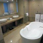 寬敞簡約時尚的衛浴空間