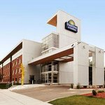 Days Inn & Suites Milwaukee