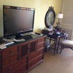 Мебель в номере, тв, интернет, столик для работы.