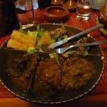 Assiete de degustation : viande, aubergine,poulet,poivrons rouges : 115 dh