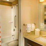 Studio Queen/Queen Suite Bathroom