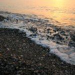 Рассвет, море очень чистое и теплое