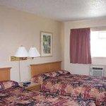 2 Beds Guest Room