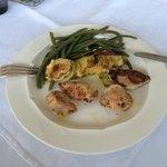Dinner: Wachtel mit Zuchini und Bohnen aus dem Garten. Menü für 35,00 €. Großartig und lecker.