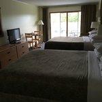 Room 37 (2) queen beds