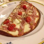 Unica la pizza con la mortadella...
