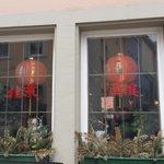 中式餐廳一定會有的大紅燈籠, 按我的經驗, 高級一點的會使用宮燈, 燈籠也成了一種指標