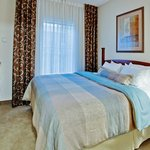 Single king guest bedroom