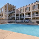Days Inn & Suites/College Park/Atlanta/Airport West