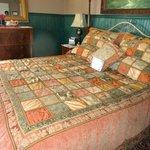 Windsor Room- Big king bed
