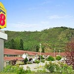 Welcome to the Super 8 West Kelowna BC