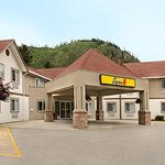 Photo of Super 8 West Kelowna BC