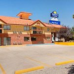 Welcome To The Days Inn And Suites Red Rock-Gallup