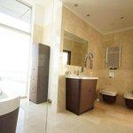 Bathroom Eecutive Apartment