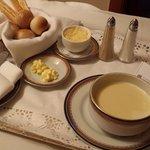 Sopa de cebola, servida no quarto
