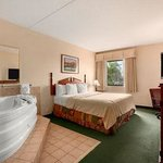 Baymont Inn & Suites Louisville Airport