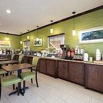 Photo of Days Inn & Suites Gonzales