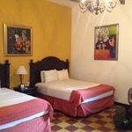 camas muy comodas y amplias habitaciones. habitacion 201