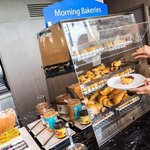 Holiday Inn Express Bali Raya Kuta - Breakfast Bar