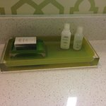 Hotel Indigo Anaheim, Aveda Bathroom Amenities