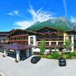 Sommeransicht Hotel Leonhard
