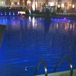 piscina cerrada por la noche