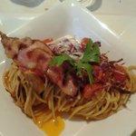 spaghetti speck salsiccia pomodorini e radicchio