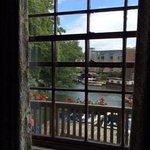 Ventana al río desde habitación 12