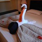 Towel art, met onze oranje stropdas