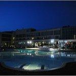 Vista piscina notturna