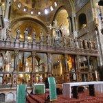 Zona altare e abside