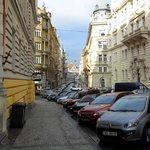 De straat waarin het hotel ligt
