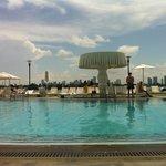 O sol na piscina, somente apôs as 11:00, mas em compensação vai ate as 18:00