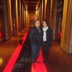 Luxuoso corredor de acesso ao show de tango.