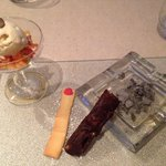 Cigare au chocolat, meringue, julienne fruits et glace