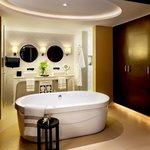 Azul Royale Suite Bathroom