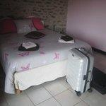 lit double trés confortable de la grande chambre de la suite rose
