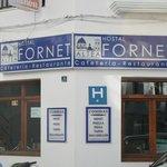 Entrada al Hostal Fornet