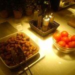 chipolatas and tomatoes