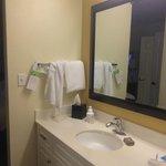 Bathroom, plenty of towels
