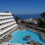vista piscina/mar desde la habitacion de la 4ª planta