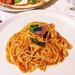 spaghetti ao pomodoro e basílico senza glutine
