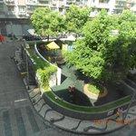 Taman di depan hotel