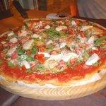 Mozzarela, permesan, rucola og tomat