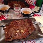 Crêpe Helgoat (poulet, fromage, œuf, tomates et chèvre). Cidre du terroir fruité excellent!