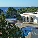 Entrance, pool and sea.